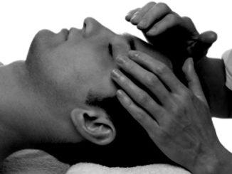العلاج باللمس