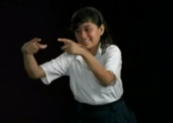 فتاة نيكاراغوية صماء في تجربة التخمين وعلاقته باللغة