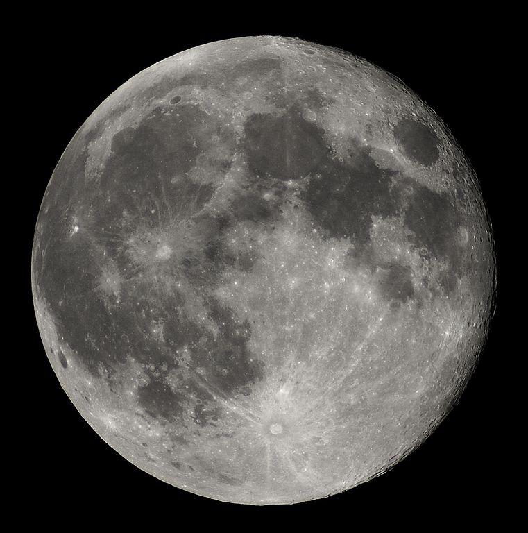 القمر العلوم الحقيقية