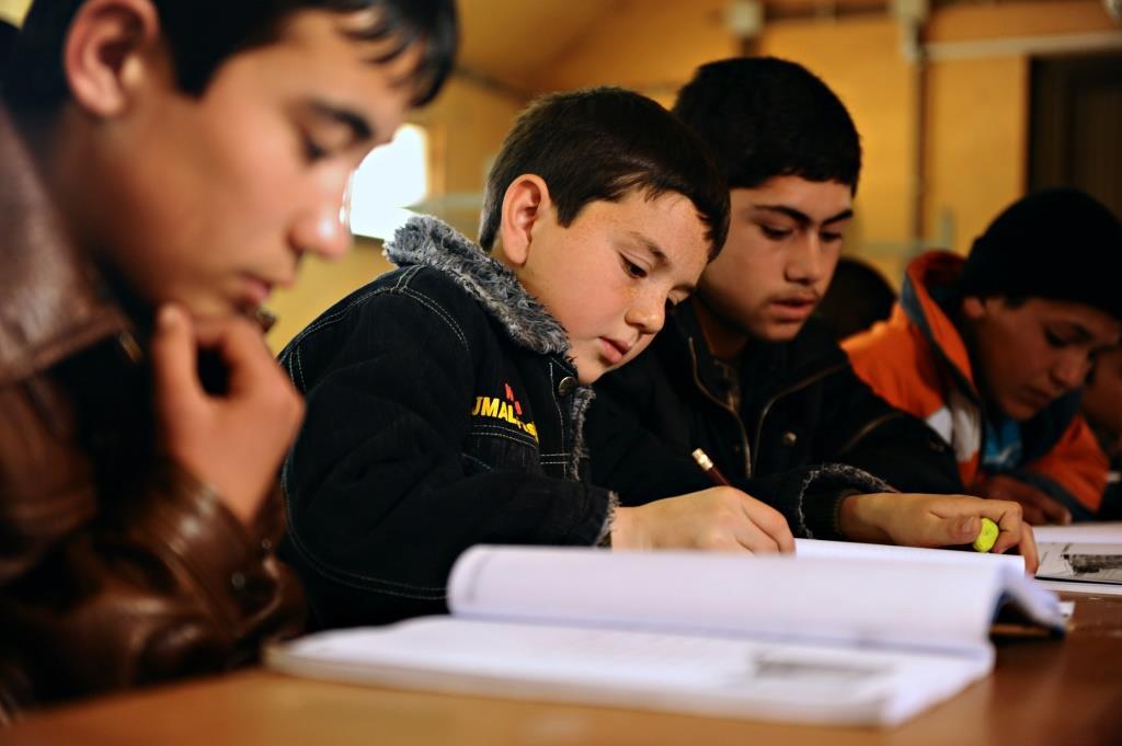 تعلم اللغة الثانية لدى مجموعة من الاطفال عبر الدراسة المكثفة