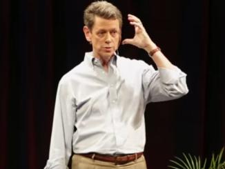 ريك هانسون متكلما عن المشاعر السلبية وترسيخ المشاعر الايجابية