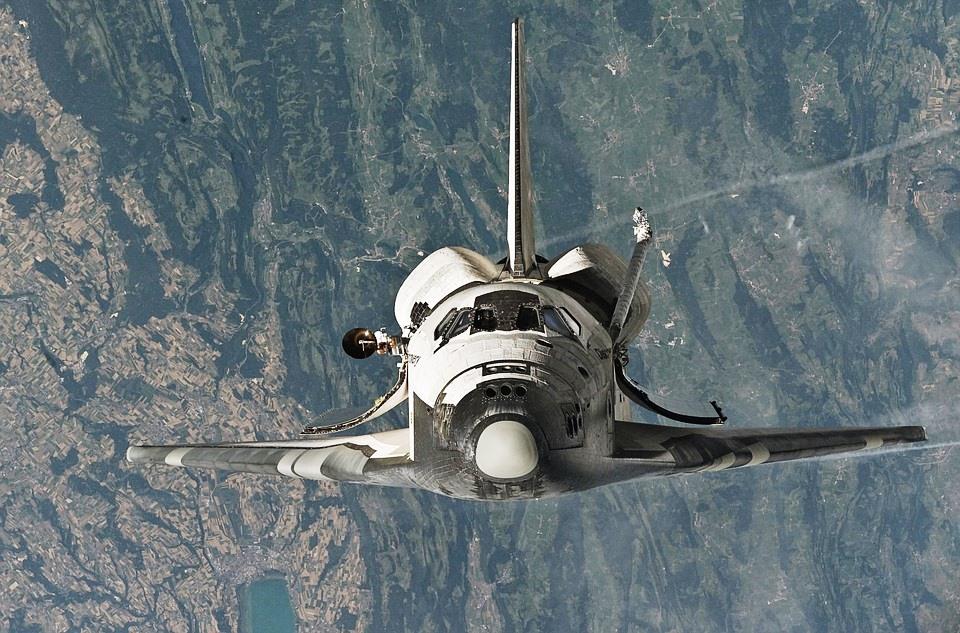 معدات الفضاء